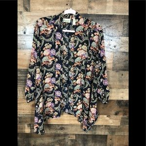 Gimmicks by BKE floral kimono